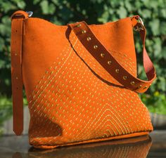 Copper and green hand embroidered leather purse. Leather Craft, Leather Purses, Madewell, Copper, Tote Bag, Green, Bags, Fashion, Handbags