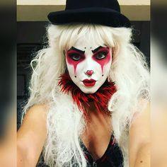 A beautiful clown Circus Halloween Costumes, Vintage Circus Costume, Joker Halloween, Vintage Clown, Hallowen Costume, Halloween Makeup, Halloween 2019, Jester Makeup, Scary Clown Makeup