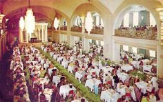 CHUCKMAN'S OTHER COLLECTION (TORONTO POSTCARDS) VOLUME 01: POSTCARD - TORONTO - SIMPSON'S DEPARTMENT STORE - ARCADIAN COURT RESTAURANT - CROWD - NOTE PIANO LOCATION - c1950