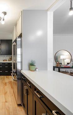 So Cool galley kitchen designs for your home Galley Kitchen Design, Simple Kitchen Design, Small Space Kitchen, Best Kitchen Designs, Kitchen Layout, Kitchen Decor Themes, Kitchen Ideas, Timeless Kitchen, Minimalist Kitchen