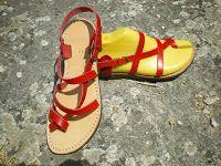 Artisan Cuir - Confection de sandales femmes/hommes, de chaussons pour les plus petits et autres articles cuirs. Julie Thelen (Aveyron - Saint-Affrique)