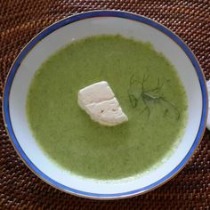 Broccoli soup with goat cheese cooked by me