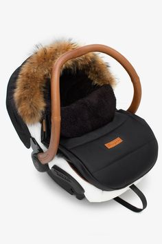 Kangoo - Footmuff - Car seat cover - Winter fur - Leather Top 3 of 2019 - Baby July 2019 Baby Gadgets, Baby Necessities, Baby Essentials, Baby Must Haves, Everything Baby, Baby Needs, Baby Time, Trendy Baby, Baby Accessories