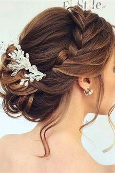 peinados de novia, bonita tiara de trenza, mechones sueltos, pelo recogido en moño, accesorio de pelo #peinadosrecogidos