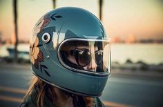 Great custom helmet design worn by : Motorcycle Helmet Design, Motorbike Design, Motorbike Girl, Motorcycle Shop, Cafe Racer, Vintage Helmet, Custom Helmets, Biker Gear, Harley