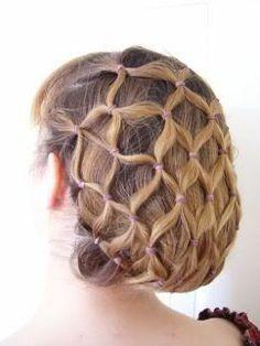 Wow! Wer mit dieser Frisur kommt, braucht keine zusätzliche Kopfbedeckung! ;-)