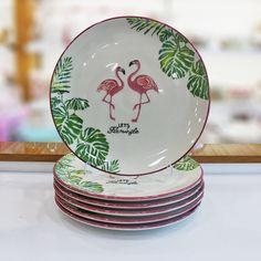 evinizde, işyerinizde kullanabileceğiniz dekoratif, şık, tasarım, dayanıklı porselen tabak, kahvaltılık, çerezlik, kaşıklık, pasta tabağı, modelleri Flamingo Desenli 6'lı Servis Tabağı Flamingo Desenli 6'lı Servis Tabağı , Painted Ceramic Plates, Hand Painted Pottery, Pottery Painting, Ceramic Painting, Ceramic Art, Decorative Plates, Hang Plates On Wall, Home Accessories Uk, Plate Drawing