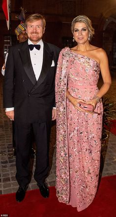 King Willem-Alexander and Queen Maxima of The Netherlands during an official state banquet hosted by President Ram Nath Kovind at the Presidential Palace on October 2019 in New Delhi, India. Sari Bollywood, Pregnant Princess, Style Royal, The Duchess, Estilo Real, Dutch Royalty, Crown Princess Victoria, Princess Diana, Pippa Middleton