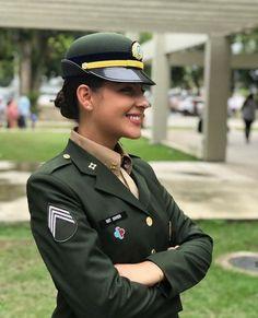 Female Army Soldier, Hero World, Military Girl, Military Women, Captain Hat, Guys, Lady, Army Girls, Amazing Women