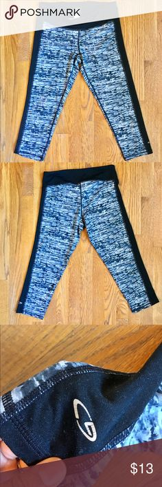 Champion workout crop leggings Black and white print crop leggings! Has a soft yoga pant feel to it. Very cute and dresses up any workout outfit. Champion Pants Leggings