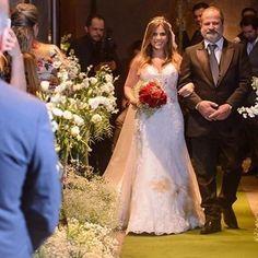 #noiva Aline de #vestidodenoiva #novanoiva joias @rosananegrao foto @marcosmesquitafotografia local bem casados @emiliabemcasados #weddingdress #weddingday #noivasreais #realbridal #bridedress #bridaldress #EuSouNovaNoiva http://gelinshop.com/ipost/1521806630520479755/?code=BUeixFNAeAL