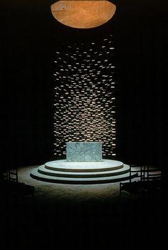 altar at Massachusetts Institute of Technology Chapel, Cambridge (1950-55) by Eero Saarinen