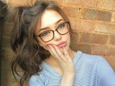 New fashion girl photography daughters Ideas Cute Glasses, Girls With Glasses, Girl Glasses, Hair Styles For Glasses, Tattoo Asian, Selfie Posen, Girl Photography, Fashion Photography, Photography Flowers