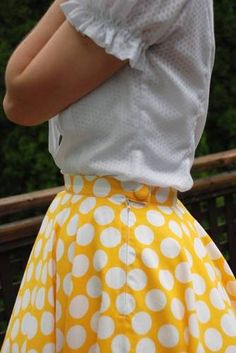 Dancing Skirt - looks so cute with organza petticoats underneath - links to tutorial