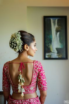 Quarantine & Plan Your Wedding Hairstyle! These Bridal Buns Will Brighten Up Your Day Indian Bun Hairstyles, South Indian Wedding Hairstyles, Bridal Hairstyle Indian Wedding, Bridal Hair Buns, Bridal Hairdo, Indian Bridal Outfits, Bridal Photoshoot, Tiara Hairstyles, Bridal Dresses