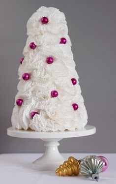 A Coffee Filter/Cupcake Liner Christmas . Behold, A Paper Tree! I would do Christmas and valentines day! Cupcake Liner Crafts, Cupcake Liner Flowers, Cupcake Tree, Diy Cupcake, Paper Cupcake, Cupcake Liners, Cupcake Wrappers, Cupcake Recipes, Christmas Tree Paper Craft