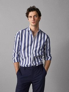 Stunning Long Shirt Ideas For This Summer - Summer always brings with it images of fun at the beach, lifeguards with custom printed t-shirts, and girls in skimpy clothing. The anticipation of ta. Formal Shirts, Casual Shirts For Men, Men Casual, Casual Menswear, Herren Outfit, Business Outfits, Gentleman Style, Mens Clothing Styles, Stylish Men