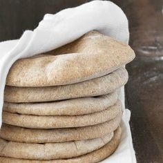 Homemade whole wheat pita bread: serve it with hummus or fill it up with whatever you prefer. Super easy to make, soft, chewy and so good! Bread Recipes, Whole Food Recipes, Cooking Recipes, Vegetarian Recipes, Whole Wheat Pita Bread, Good Food, Yummy Food, Tasty, Baking Stone