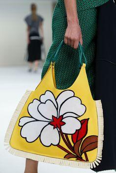 Marni Spring 2015 Ready-to-Wear Fashion Show Details Floral Fashion, Fashion Bags, Fashion Show, Fashion Trends, Milan Fashion, Latest Fashion, Fashion Vintage, Fashion Accessories, Beautiful Handbags
