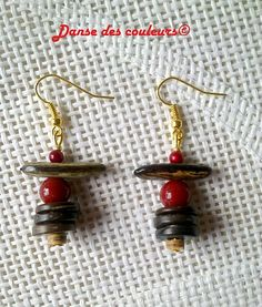 Earrings in seeds and golden red coconut