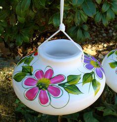DAISY Hand-Painted Ceramic Hummingbird Feeder - Small
