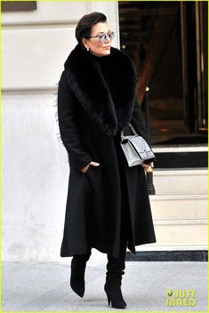 Kris Jenner we all would have been billionaires if this was our mama😂😂 Estilo Kris Jenner, Kendall Jenner, Kris Jenner Style, Kourtney Kardashian, Robert Kardashian, Kardashian Style, Kardashian Jenner, Mature Fashion, Look Fashion