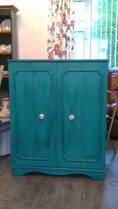 This paint looks awesome!  Gotta try it on some old furniture that I have!!