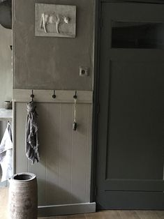 Bedroom Wall Colors, Distressed Painting, Old Furniture, Entrance Hall, Milk Paint, Paint Colors, Door Handles, Shabby Chic, Indoor