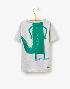 Explore the full range of boys' t-shirts and tops today. Dino Kids, Kids Boys, Toddler Boy Fashion, Kids Fashion, Kids Graphics, Baby Boy, Girls Blouse, Summer Boy, Marmalade