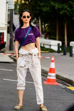 The Best Street Style from Couture Fashion Week Street Style Looks, Street Style Women, Trendy Outfits, Summer Outfits, Simple Shirts, Denim Cutoffs, Cool Street Fashion, Belted Dress, Couture Fashion