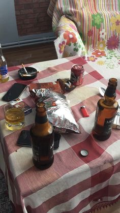 Alcohol Aesthetic, Fake Photo, Fake Love, Galaxy Wallpaper, Aesthetic Girl, Food And Drink, Cooking Recipes, Cool Stuff, Drinks