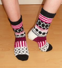 Crochet Socks, Knitting Socks, Hand Knitting, Knit Crochet, Marimekko, Fair Isle Knitting, Slipper Boots, Ravelry, Slippers