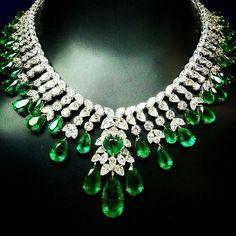 @thejewellcloset . Stunning Diamond & Emerald