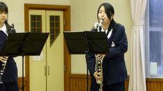 制服を着た女子中学生がバスクラリネットを吹くGIF画像 created by undefined Image