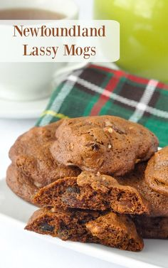 Lassy Mogs - a Newfoundland favourite; well spiced, soft cookies with a deep molasses flavour and filled with dried fruit & crunchy pecans. Crinkle Cookies, Pecan Cookies, Molasses Cookies, No Bake Cookies, Fruit Cookies, Baby Cookies, Flower Cookies, Heart Cookies, Sandwich Cookies