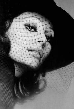Sophia Loren in Jean Barthet Hat, photo by Jean Louis Guégan, 1975 Sophia Loren Images, Hollywood Fashion, Hollywood Style, Vintage Hollywood, Hollywood Actresses, Classic Hollywood, Italian Actress, Italian Beauty, Marlene Dietrich