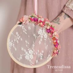 Simple Hand Embroidery Patterns, Embroidery Hoop Art, Embroidery Designs, Paper Flowers Craft, Flower Crafts, Orchid Flower Arrangements, Dream Catcher Decor, Shabby Chic Curtains, Floral Hoops