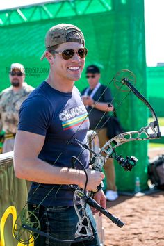 Dustin Lynch at the 2015 ACM & Cabela's Archery Event // The CountrySip.com // ©Vanessa Storm Photography