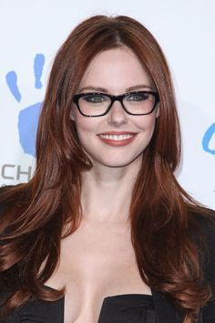 Alyssa Campanella Glossy Long Auburn Hairstyle for Winter - Hairstyles Weekly - short auburn hair plus glasses New Long Hairstyles, Winter Hairstyles, Pretty Hairstyles, Dread Hairstyles, Medium Hairstyles, Hairstyle Ideas, Reddish Brown Hair Color, Hair Color Auburn, Hair Colour