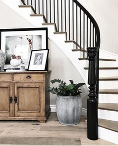 Entry Console Stairs