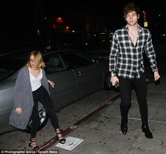| 5SOS LUKE HEMMINGS OUT PARTYING WITH MYSTERY BLONDE IN HOLLYWOOD! | http://www.boybands.co.uk