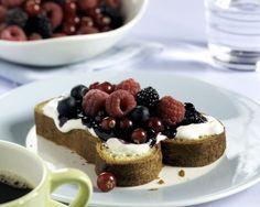 Briochebrood met room en bosvruchten: http://www.brood.net/recepten/fruit/brioche-met-zure-room-en-bosvruchten