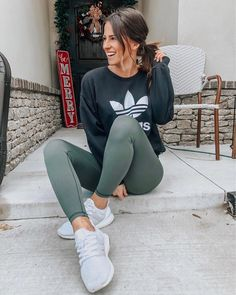 Another sporty, but mostly spice 😘👟 for running all the errands today. Got my favorite leggings in green for Christmas and they are… fashion teenage ideas to look cool and fashionable Casual Leggings Outfit, Cute Outfits With Leggings, Cute Leggings, Cute Comfy Outfits, Black Leggings Outfit Summer, Cute Athletic Outfits, Leggings Store, Cheap Leggings, Cotton Leggings