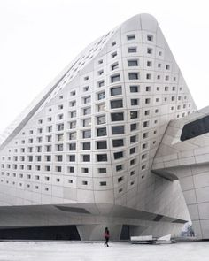 Architecture Paramétrique, Commercial Architecture, Futuristic Architecture, Amazing Architecture, Architectes Zaha Hadid, Zaha Hadid Architects, Parametric Design, Unique Buildings, Facade Design
