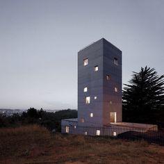 Cien House / Pezo Von Ellrichshausen Architects