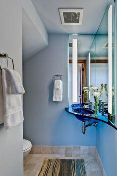 Einrichtung eines kleinen Badezimmers waschbecken blau blumen idee