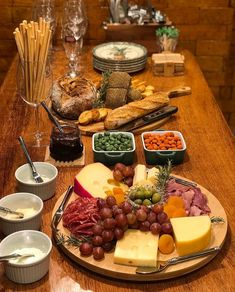Charcuterie And Cheese Board, Charcuterie Platter, Antipasto Platter, Cheese Boards, Party Food Platters, Cheese Platters, Cooking Recipes, Healthy Recipes, Appetisers
