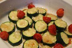 À vos fourneaux: Gratin de courgettes et tomates Nutrition, Zucchini, Vegetables, Food, Meal, Recipes, Essen, Vegetable Recipes, Eten
