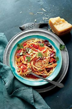 Slow-Cooker Chicken Cacciatore with Spaghetti - Lightened Up Slow-Cooker Recipes - Southernliving. Recipe: Slow-Cooker Chicken Cacciatore with Spaghetti