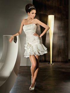 Vestidos elegantes cortos para novias | Descubre Hermosos Vestidos Cortos a la Moda: http://vestidoscortosdemoda.com/vestidos-elegantes-cortos-para-novias/